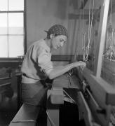 Anni Albers in her weaving studio at Black Mountain College, 1937. Photograph: Helen M. Post. © The Josef and Anni Albers Foundation, VEGAP, Bilbao, 2017.