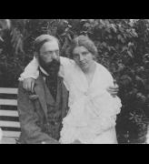 Otto and Paula Modersohn sitting in the garden on the bench, c1904. Photo: © Paula Modersohn-Becker Foundation.