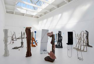 Michael Dean. Sic Glyphs. Installation view at the South London Gallery, 2016. Courtesy the artist, Herald St, London, Mendes Wood DM, Sao Paulo, Supportico Lopez, Berlin. Photograph: Andy Keate.