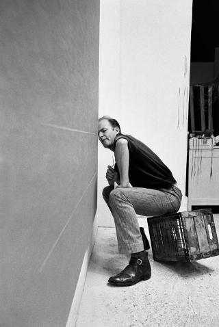 Robert Irwin in the studio working on an early line painting, 1962. © Marvin Silver/Courtesy of Marvin Silver and Craig Krull Gallery.