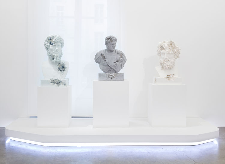 Daniel Arsham: Paris, 3020, installation view, Perrotin Paris. Photo: Claire Dorn. © Courtesy of the artist and Perrotin.