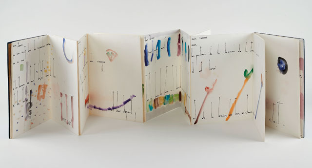 Etel Adnan. Wendell Berry, 1963. Folded leporello book, 29.8 x 532.8 cm. Courtesy the artist and Sfeir-Semler Gallery, Hamburg / Beirut. Photo: Volker Renner, Hamburg.