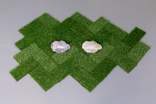 Jasleen Kaur. A thing that was a thing that was a thing, 2017. Porcelain kaolin rock, digital kaolin image, artificial grass. Image courtesy of Tim Bowditch.