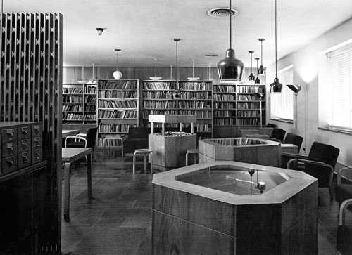 Alvar Aalto. Woodbury Poetry Room (1948), Lamont Library, Harvard University, original layout (photo 1979).
