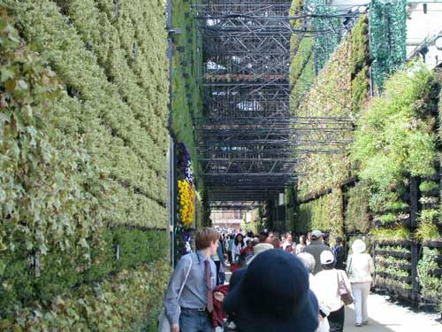 "Bio-Lung, (""life"" (bio-) and ""lung"" implies the pulmonary function of plants in an urban environment). A massive green wall. 150 meters long by 12 meters high. Aichi Expo, 2005. Aichi, Japan"