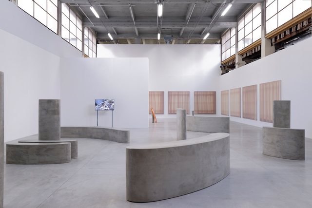 Pedro Barateiro. Rumor (Workers), 2015. 11 large wooden sculptures covered with a thin layer of cement. Exhibition view, Palais de Tokyo, Paris, 2017. Photograph: Aurélien Mole.