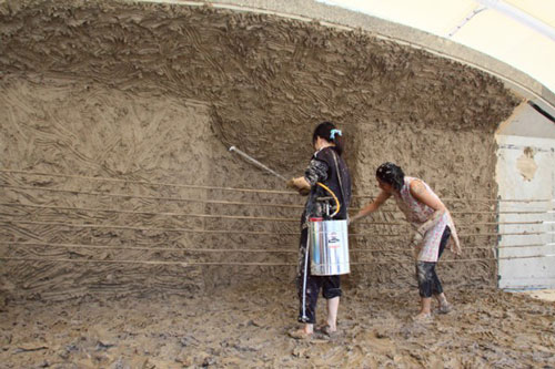 Anindita Dutta. Spraying water to keep the clay wet. Courtesy Anindita Dutta.