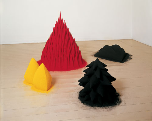 Anish Kapoor. <em>White Sand, Red Millet, Many Flowers</em>, 1982. Mixed media and pigment, 101 x 241.5 x 217.4 cm. Arts Council Collection, Southbank Centre, London. © the artist 2011.