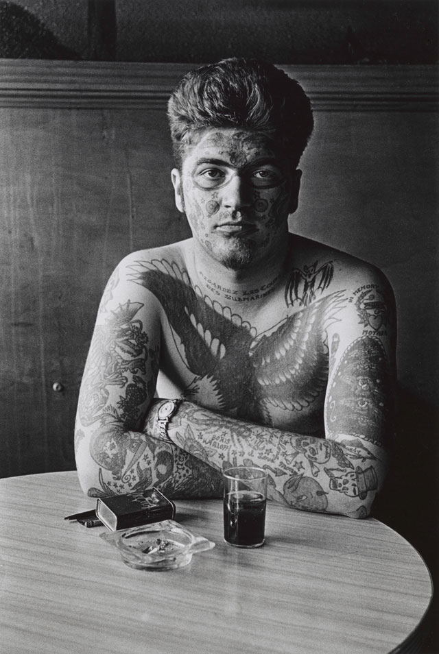 Diane Arbus. Jack Dracula at a bar, New London, Conn. 1961. © The Estate of Diane Arbus, LLC. All Rights Reserved.