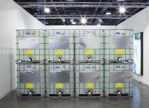 Sean Raspet. Nc1c(C(OC)=O)cccc1, 2014. Eight IBC containers filled with methyl anthranilate (methyl 2-aminobenzoate), dimensions variable, 8,000 litres (approx. 9.344 metric tons). Courtesy of the artist and Société, Berlin.