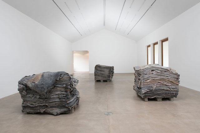 Berlinde De Bruyckere, Stages & Tales, installation view, Hauser & Wirth Somerset, 2018. © Berlinde De Bruyckere. Courtesy the artist and Hauser & Wirth. Photo: Mirjam Devriendt.