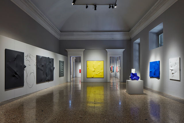Agostino Bonalumi. Centre: Giallo (Yellow), 1996. Shaped canvas and vinyl tempera, 200 x 200 cm. Mazzoleni, London-Turin. © ALTO//PIANO – Agostino Osio photography.