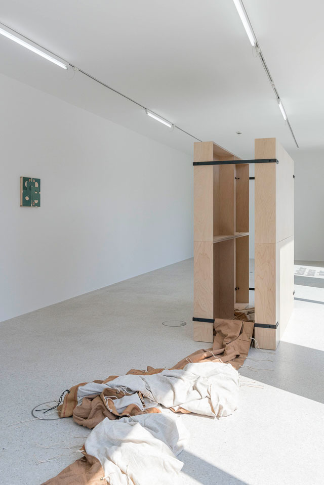 Tom Burr. Surplus of Myself, installation view, Westfälischer Kunstverein, 10 June – 1 October 2017. Photograph: Thorsten Arendt. Courtesy the artist; Galerie Neu, Berlin and Bortolami, New York.
