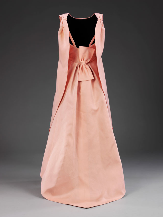 La Tulipe evening dress, gazar, Balenciaga for EISA, Spain, 1965 © Victoria and Albert Museum, London.