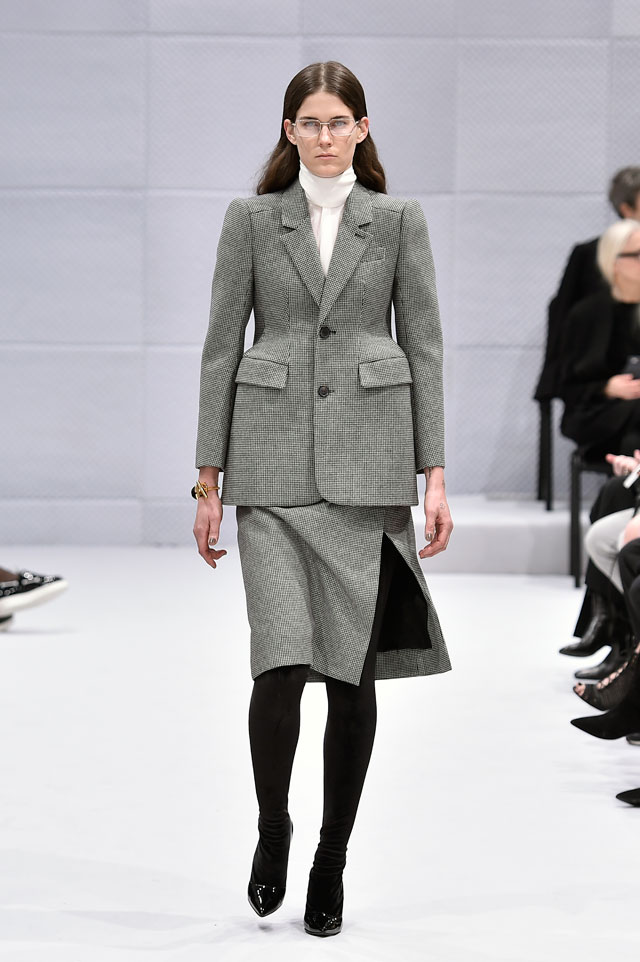 Skirt suit, wool and silk, Demna Gvasalia for Balenciaga, Paris, Autumn Winter 2016 ready-to-wear, look 1 © Catwalking.
