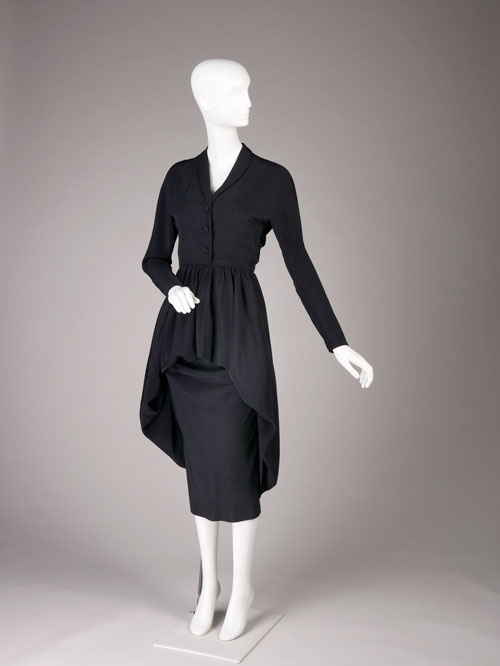 Cristobal Balenciaga. Day dress of black silk bengaline and velvet, winter 1947. Fine Arts Museums of San Francisco, gift of Mrs Eloise Heidland. Photo by Joe McDonald/Fine Arts Museums of San Francisco.