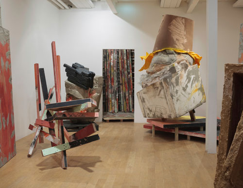 Phyllida Barlow. Set, installation view. Courtesy the artist and Hauser & Wirth. Photograph: Ruth Clark.