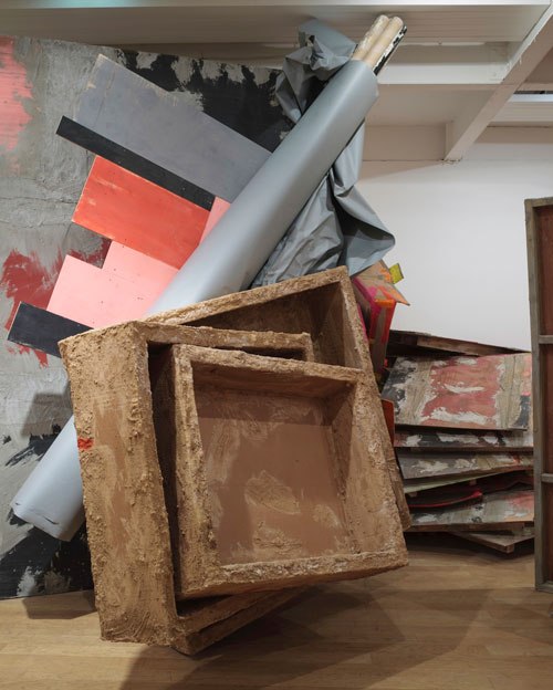 Phyllida Barlow. Untitled: boxes, 2015. Timber, plywood, paint, cardboard, paper, plastic, bonding plaster, sand, PVA, 380 x 410 x 260 cm. Installation view. Courtesy the artist and Hauser & Wirth. Photograph: Ruth Clark.