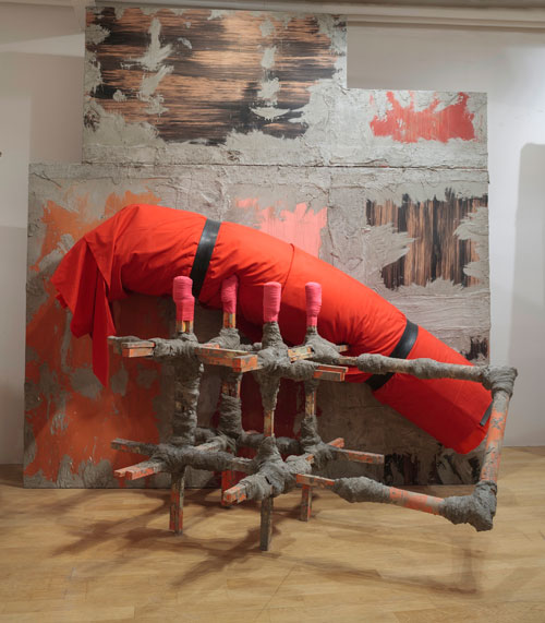 Phyllida Barlow. Untitled: contraption, 2015. Timber, plywood, scrim, cement, sand, paint, cardboard tube, upholstery foam, felt, fabric, rubber, 360 x 350 x 280 cm. Courtesy the artist and Hauser & Wirth. Photograph: Ruth Clark