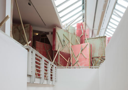 Phyllida Barlow. Untitled: blockade, 2015. Timber, polystyrene, paint, scrim, cement, plaster, bonding plaster, plywood, foam board, cardboard, pinboard, approx. 430 x 1240 x 1800 cm. Courtesy the artist and Hauser & Wirth. Photograph: Ruth Clark.