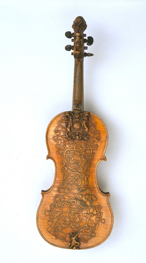 Violin with royal Stuart arms, attributed to Ralph Agutter, London, about 1685. © V&A Images.