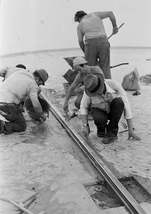 Joseph Beuys and Venetian craftsmen installing Tramstop 1976. Photo credit 
