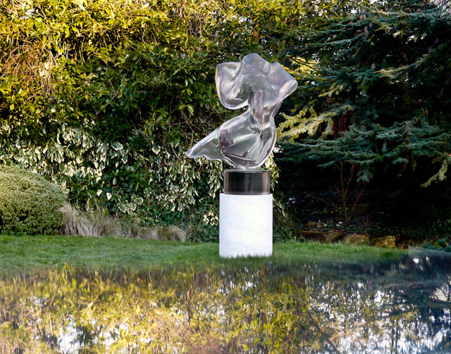 Helaine Blumenfeld. Messenger of the Spirit, 2006. Crystal clear. Photograph: Henryk Hetflaisz.