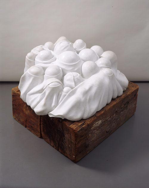 Louise Bourgeois.<em> Cumul I</em>, 1968. Marble, wood plinth 51 x 127 x 122 cm. Fonds National d'art contemporain. Attribution au Musée National D'art moderne, Centre Pompidou en 1976. Centre Pompidou, Paris. Musée National D'art moderne / Centre de Création Industrielle. © Louise Bourgeois