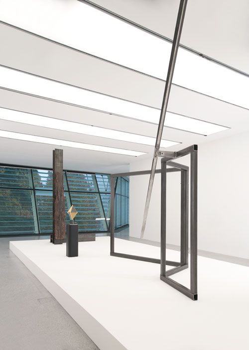 Carol Bove. New setting for Ambiente, 2014. Courtesy the artist, Maccarone, New York and David Zwirner, New York/London. Installation view, Carol Bove/Carlo Scarpa, Museion, Bolzano. © Museion. Photograph: Augustin Ochsenreiter.