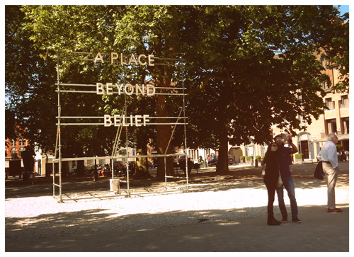 Nathan Coley. A Place Beyond Belief. © Sarah Bauwens.