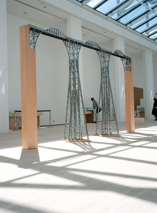 Chris Burden. Mexican Bridge, 1998. Structural aluminum framing, wood, steel hardware, 111 ¾ × 180 × 37 in (283.8 × 457.2 × 94 cm). Collection Magasin 3 Stockholm Konsthall