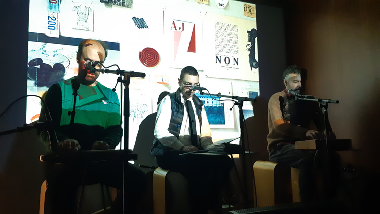 Singer Adriana Calcanhotto between Tomás Cunha Ferreira and Domenico Lancellotti in a performance at the Shipshape exhibition. Photo: Ana Duarte.