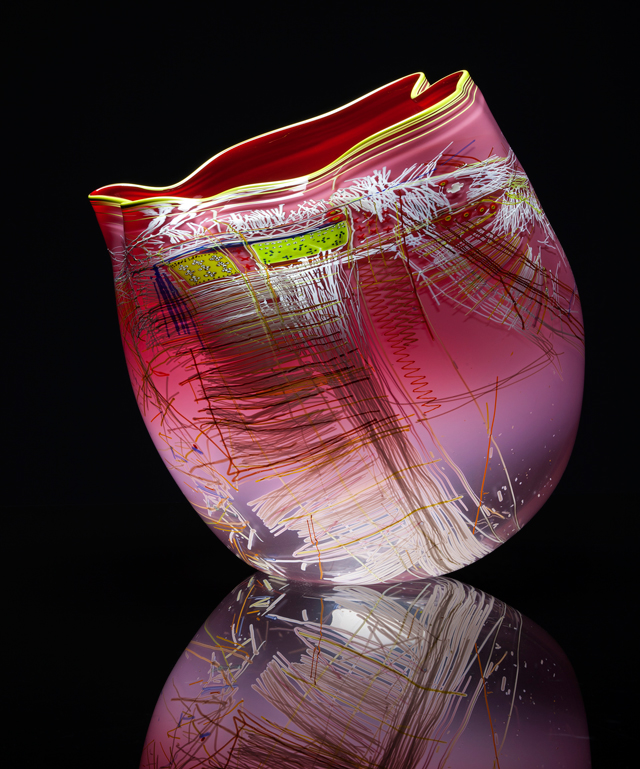 Dale Chihuly. Rose Quartz Soft Cylinder with Olive Lip Wrap, 2014.v© Chihuly Studio.