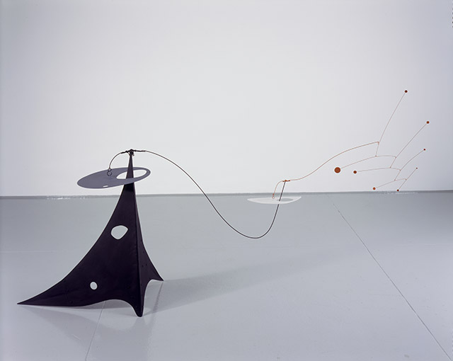 Alexander Calder. Parasite, 1947. Sheet metal, rod, wire, and paint, 41 × 68 × 28 in (104.1 × 172.7 × 71.1 cm). © 2017 Calder Foundation, New York / Artists Rights Society (ARS), New York.