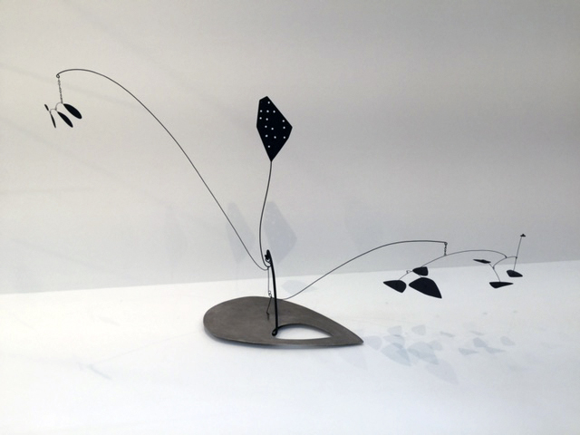 Alexander Calder. The Water Lily, c. 1945. Sheet metal, wire, and paint, 54 × 91 in (137.2 × 231.1 cm). Philadelphia Museum of Art; gift of Frances and Bayard Storey in memory of Anne d'Harnoncourt, 2013. Photograph: Jill Spalding.