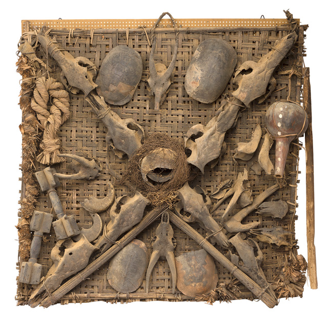 Emblem Ejagham of the spirit of Leopard society, Nkpa, State of Cross River, Nigeria. 19th century, wood, animal skulls, bamboo, iron, drum, 115 x 97 x 23 cm. Paris, collection Liliane et Michel Durand-Dess © Photograph: François Doury.