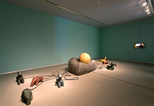 Nacho Carbonell. Pump It Up, 2007 (2014). Foam, rubber, silicone, 80 x 150 x 95 cm. Installation view (2).