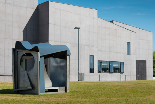 Anthony Caro. Palanquin, 1987-91. Photograph: Jonty Wilde. Installation view of Caro in Yorkshire at The Hepworth Wakefield. Image courtesy of Barford Sculptures Ltd.