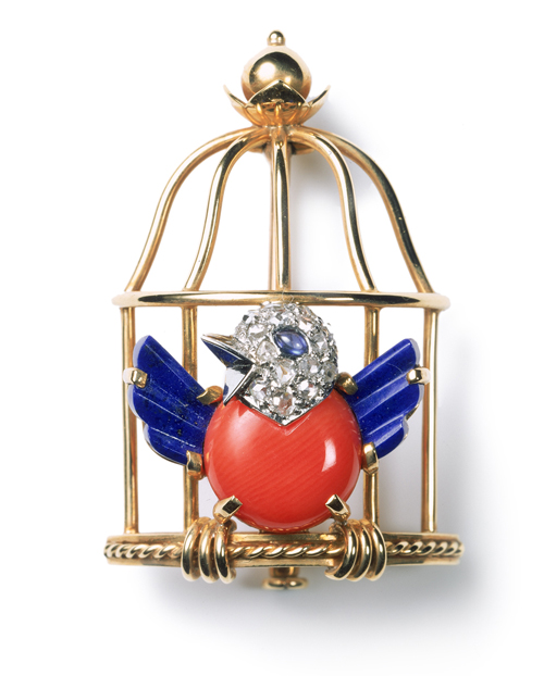 Broche Oiseau libéré, Cartier Paris, 1944. Or, platine, diamants taille rose, un cabochon de saphir, lapis-lazuli, corail. Collection Cartier. Photograph: Nick Welsh, Collection Cartier © Cartier.