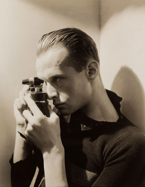 George Hoyningen-Huene. Henri Cartier-Bresson, New York, 1935. The Museum of Modern Art, Thomas Walther