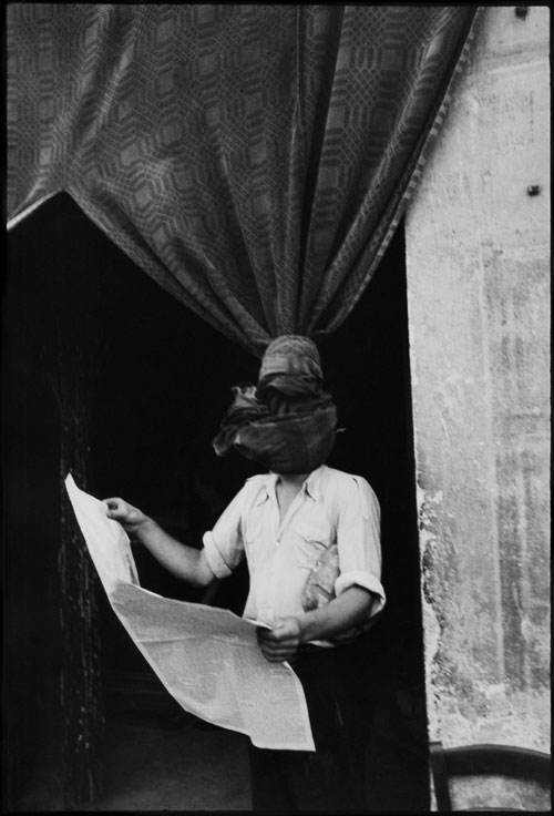 Henri Cartier-Bresson. Livourne, Toscane, Italie, 1933. Centre Pompidou, musée national d'art moderne, Achat grâce au mécénat d'Yves Rocher, 2011, Ancienne collection Christian Bouqueret, Paris. © Henri Cartier-Bresson / Magnum Photos, courtesy Fondation Henri Cartier-Bresson.