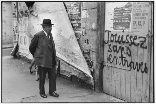 Henri Cartier-Bresson. Rue de Vaugirard, Paris, France, mai 1968. Collection Fondation Henri Cartier-Bresson, Paris