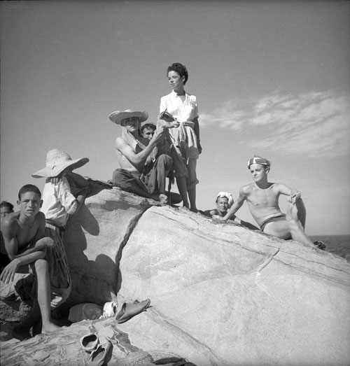 Cecil Beaton. <em>From left: Jane Bowles, David Herbert, and Truman Capote, Morocco, </em>1949. &copy; Cecil Beaton Studio Archive at Sotheby&rsquo;s. Courtesy Cecil Beaton Studio Archive at Sotheby&rsquo;s.