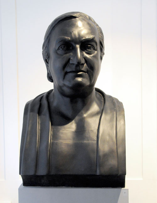 Celia Scott. <em>Big Jim</em>, l983. Sitter: James Stirling. Painted Plaster (also cast in bronze), 58 x 35 x 30 cm. © the artist.