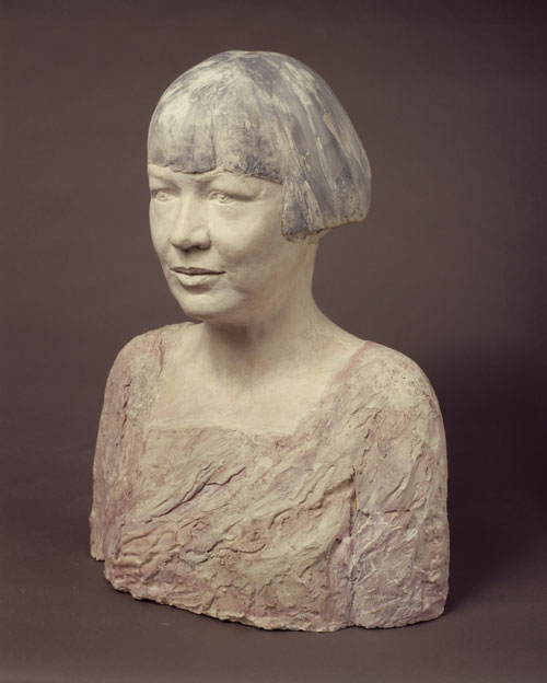 Celia Scott. <em>The Painter</em>, l991. Sitter: Rita Wolff. Painted plaster, 50 x 40 x 23 cm. © the artist.