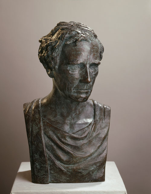 Celia Scott. <em>The Critic</em>, l982. Sitter: Alan Colquhoun. Bronze, 53 x 32 x 24 cm. © the artist.
