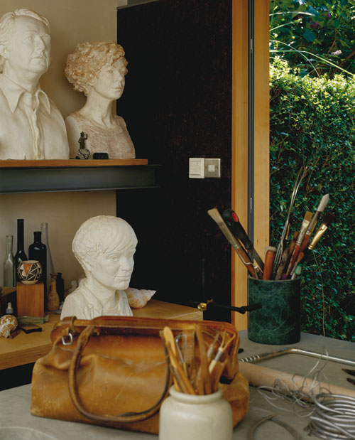 Celia Scott's studio, 2000. Plaster casts, clockwise from below: MJ Long, Richard Meier, Celia Scott. Photo © Peter Cook
