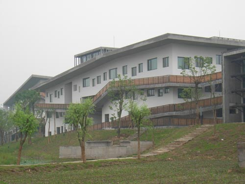 View of Phase II of the Xiangshan Campus. Here the building 'becomes' the mountain with its 'flying' corridor being externalised and revealed to the public.