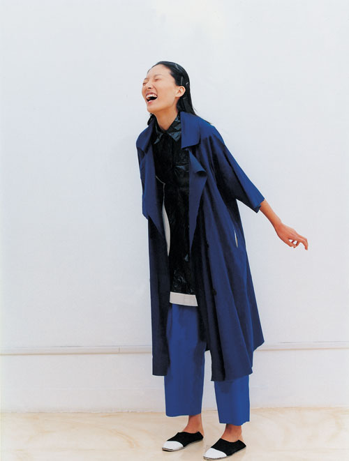 <em>Chagang Summer Collection - Blue,</em> 2005 &copy; Wang Yiyang