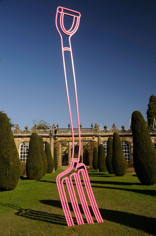 Michael Craig-Martin. Pitchfork (pink). © Chatsworth House Trust by permission Michael Craig-Martin.